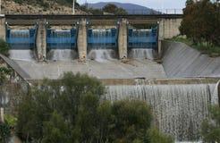 Desbordamiento de la presa de Germasogeia, Chipre en invierno foto de archivo