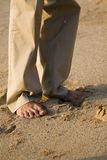 Descalzo en la playa fotografía de archivo libre de regalías