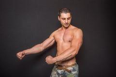 Descamisado masculino atlético atractivo Fotografía de archivo
