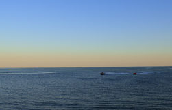 Descanse o oceano da ilha da costa do barco da praia dos azul-céu da água do por do sol do mar do crepúsculo da beleza da opinião Foto de Stock Royalty Free