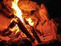 Descanso na fogueira fotografia de stock