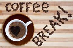 Descanso para tomar café con la taza de café Imagen de archivo libre de regalías