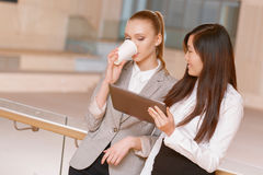 Descanso para tomar café durante la reunión Foto de archivo libre de regalías