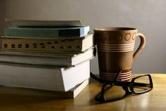 Descanso para tomar café - libros Fotos de archivo libres de regalías