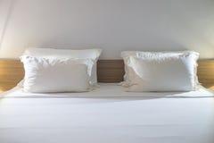 Descansos brancos em um quarto moderno Fotos de Stock Royalty Free