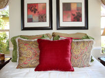 Descansos do quarto da cama foto de stock royalty free