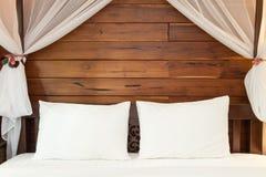 Descansos na cama Fotos de Stock Royalty Free