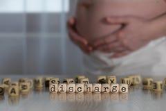 DESCARGA da palavra composta de letras de madeira foto de stock