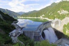 Descarga da represa de Kurobe foto de stock royalty free