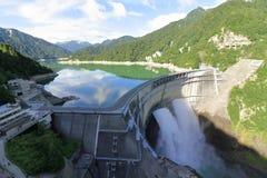 Descarga da represa de Kurobe fotos de stock royalty free