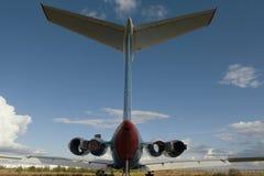 Descarga de aviones - la cola del aeroplano civil soviético del pasajero del vintage del fuselaje de aviones Fotografía de archivo libre de regalías