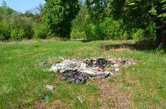 Descarga de basura en el bosque Imagen de archivo