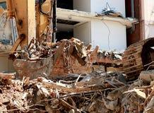 Descarga del cubo del excavador Fotografía de archivo libre de regalías