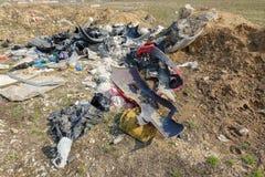 Descarga desautorizada no campo Polui??o ambiental fotos de stock royalty free