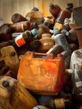 Descarga dos resíduos tóxicos com muitas garrafas fotos de stock royalty free