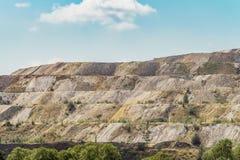 Descargas del mineral de hierro procesado Basura de la industria del mineral de hierro Foto de archivo libre de regalías