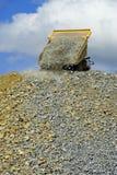 Descarregamento do caminhão de mineração Imagens de Stock Royalty Free