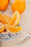 Descascando a laranja fresca Imagens de Stock Royalty Free