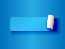 Descascando o azul da etiqueta no azul Fotografia de Stock Royalty Free