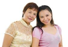 Descendant aîné asiatique de mère et d'adulte Images stock