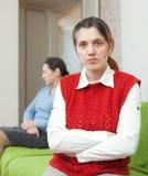 Descendant adulte et mère ayant le conflit Photos stock