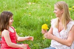Descendant de mère dans un domaine Image libre de droits