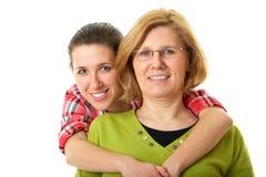 Descendant heureux et smilling avec la mère, d'isolement Photographie stock libre de droits