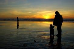 Descendant, mère et un étranger seul Image stock
