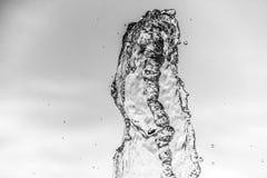 Descenso abstracto de la onda de agua en el movimiento con el fondo del color Imagen de archivo