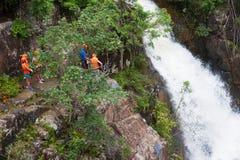 Descenso de cañones turístico en la cascada de Datanla en Vietnam Fotografía de archivo libre de regalías