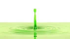 Descenso de la macro del zumo de manzana con el efecto de foco (descenso 1 - cara v Fotografía de archivo