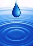Descenso del agua con ondulado Fotografía de archivo