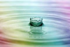 Descenso del agua del arco iris en forma de la corona Foto de archivo libre de regalías