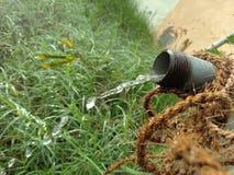 Descenso del tubo de agua del agua Fotos de archivo libres de regalías