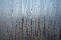 Descenso natural del agua en una ventana Imagen de archivo