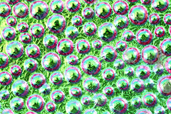 descensos abstractos del arco iris del agua sobre el vidrio Fotos de archivo