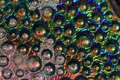 descensos abstractos del arco iris del agua sobre el vidrio Imagen de archivo libre de regalías