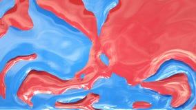 Descensos de la pintura del color en la cámara lenta Nube de la colisión de la pintura aislada en fondo negro con mate alfa Ciérr almacen de video