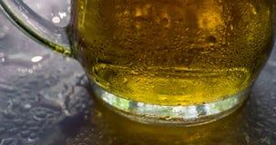 Descensos de la taza y de rocío de cerveza