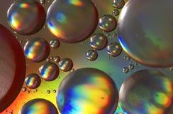 Descensos del aceite en superficie del agua Foto de archivo libre de regalías