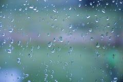 Descensos del agua después de la lluvia en una ventana Imágenes de archivo libres de regalías