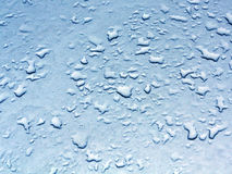 Descensos del agua en superficie de metal azul del coche Fotografía de archivo libre de regalías