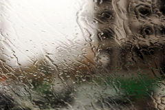 Descensos del agua en ventana Fotos de archivo
