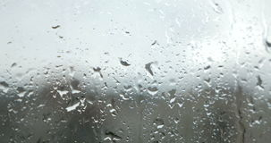 Descensos lluviosos a la ventana almacen de metraje de vídeo