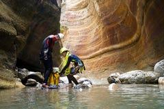 Descente de canyon en Espagne photo libre de droits
