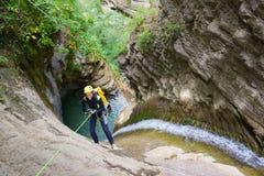 Descente de canyon en Espagne photographie stock libre de droits