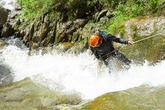Descente de cascade photographie stock