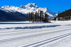 Descentes de ski transnationales sur le lac Silvaplana, Suisse Images libres de droits