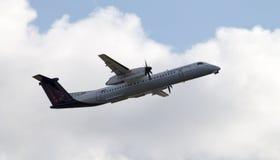 Descolagem de Brussels Airlines de Havilland Canadá imagens de stock royalty free