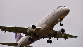 Descolagem desatada de Embraer ERJ175 das linhas aéreas imagem de stock royalty free